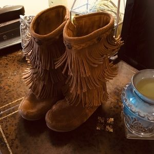 Minnetonka 3-Layer Fringe Boot Size 7